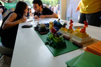 Having fun with our fitness landscapes board game at the Nos Alive festival 2016